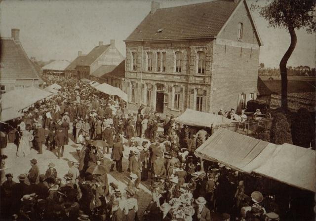 Kachtem Ommegang, grote volkstoeloop beginjaren 1900