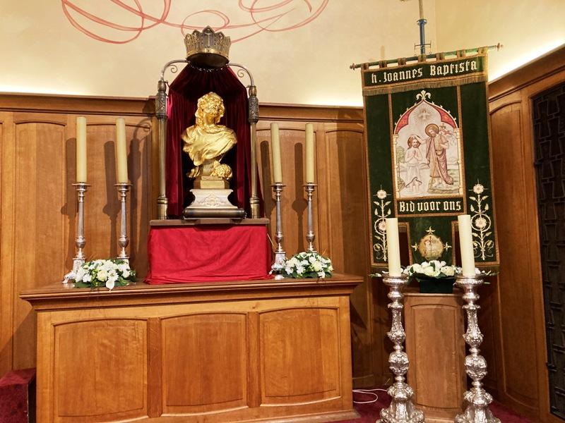 Het vergulde Sint-Jansbeeld