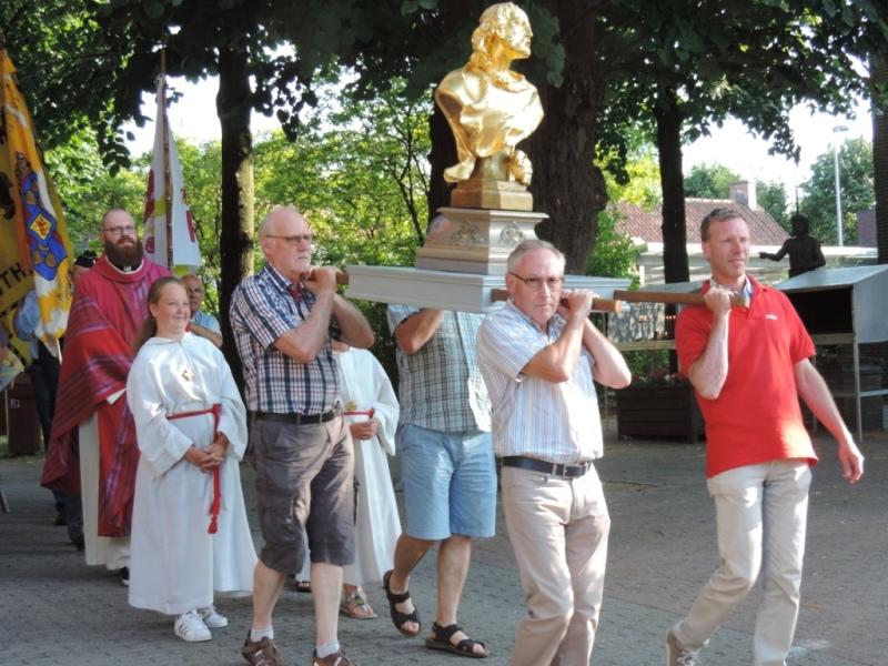 Processie met het beeld van Sint-Jan de Doper