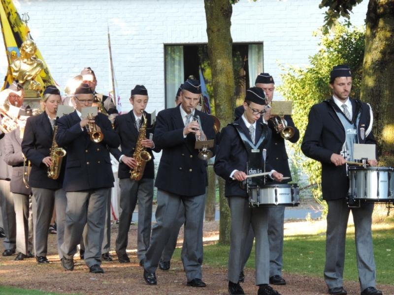 Slotviering: processie met fanfare Kachtem