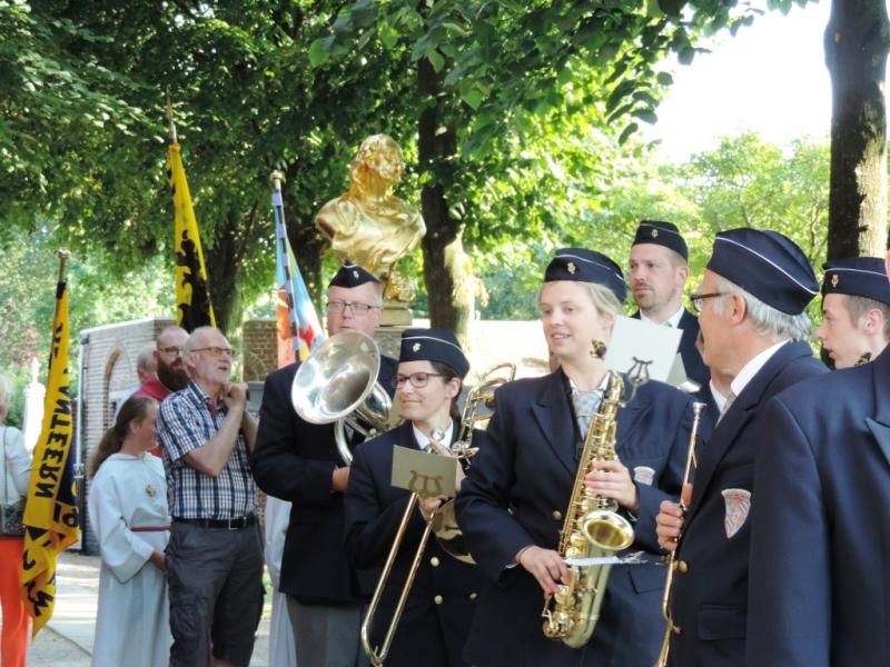 Slotviering: start processie met fanfare